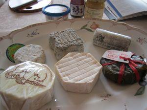 テーマは、旬のシェーブルチーズ チーズ教室:ワイン&料理サロン「ボンヌ・